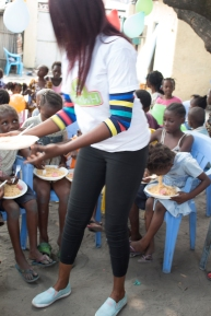 Voluntering at Hfkwh Foundation projects to help children have one day food